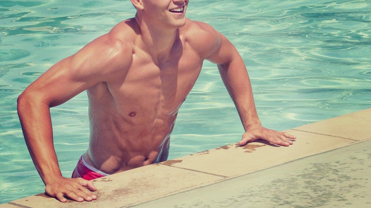 Muskolöser Schwimmer