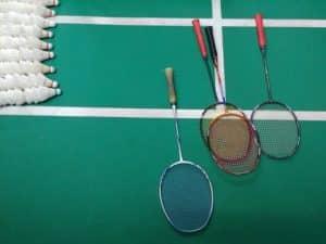 Badminton Feld, Schläger und Bälle